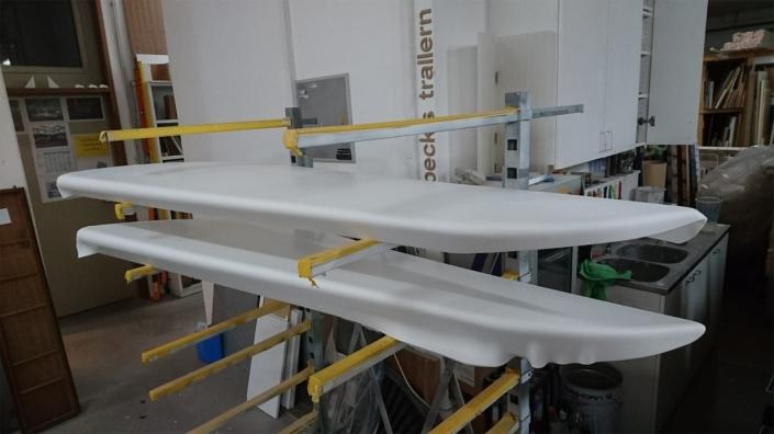 Herstellung von Besprechungstischen in Form eines Tragflügels